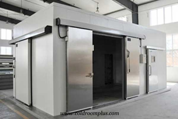 Single sliding door of cold room